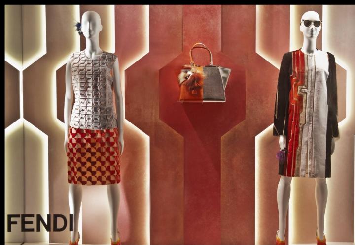 而此次在专卖店的橱窗设计方面也是创意十足,其设计灵感来自于芬迪