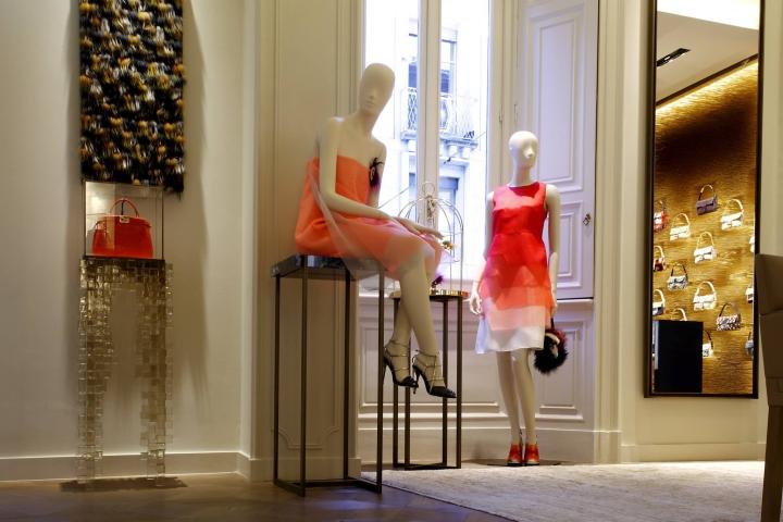 2014年fendi专卖店的橱窗设计