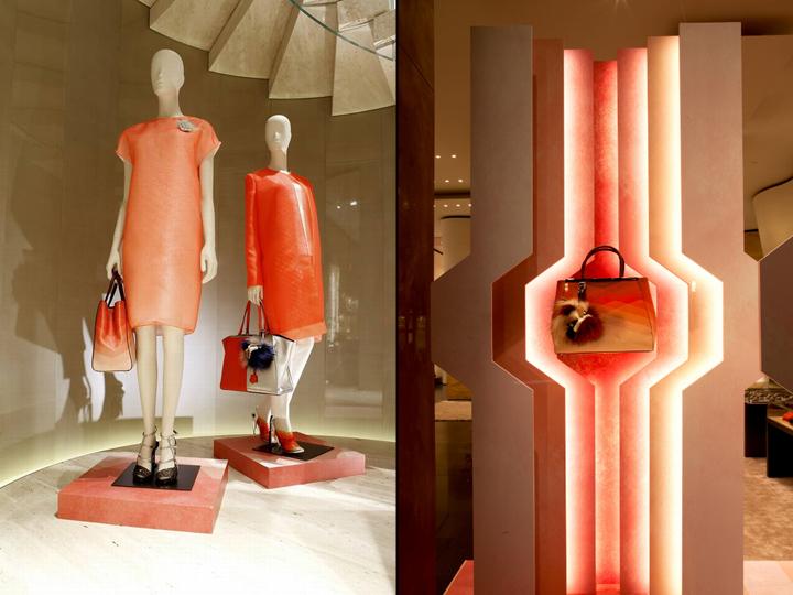 Fendi作为意大利知名的皮革皮草品牌,其形象非常的高贵,而此次在专卖店的橱窗设计方面也是创意十足,其设计灵感来自于芬迪2014春夏时装秀,展现了新季服装的时尚潮流趋势。橱窗内采用美丽的、不同色彩的胶合板作为背景装饰,不同的色彩和形状形成层次化的格局,具有很强的视觉冲击力和空间感;胶合板边缘附带灯带,灯光的打造使背景更加透明,层次更加显著。   2014年Fendi专卖店的橱窗设计,给我们带来了非常时尚、美丽的视觉享受,同时也能感觉到春天已经离我们很近了。 转发请注明: