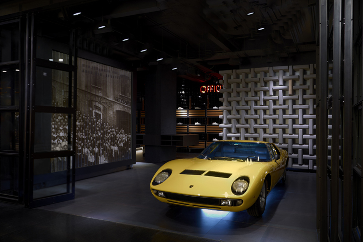 Pirelli PZero旗舰店空间设计